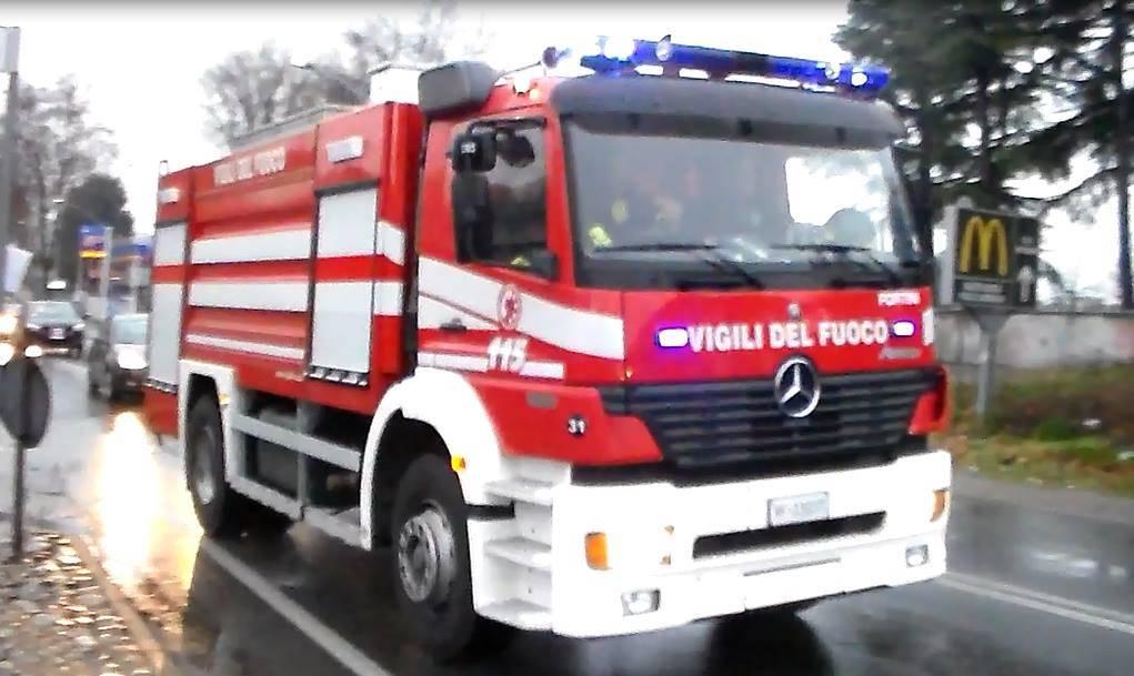 Incendio a Legnano in un capannone