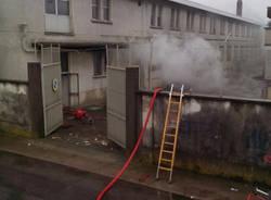 Incendio in una fabbrica dismessa a Legnano