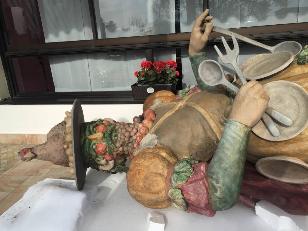 Le statue di expo a Induno olona