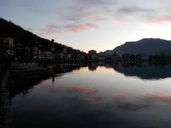 Porto Ceresio al tramonto