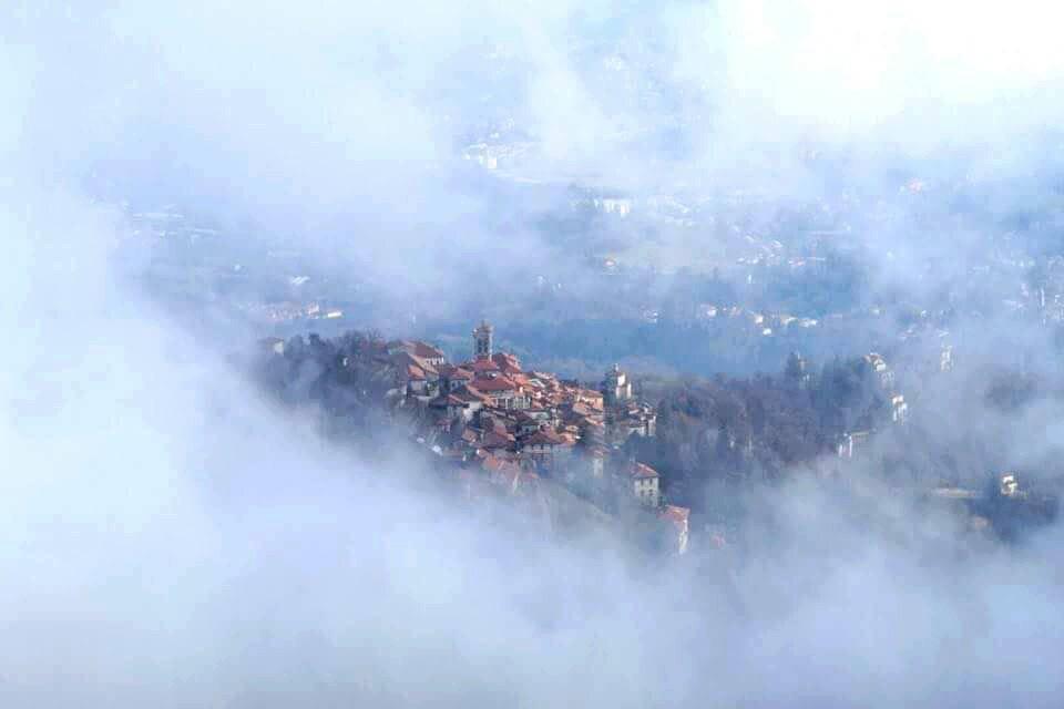 Quando ci si innamora, si vedono cuori ovunque... anche nella nebbia