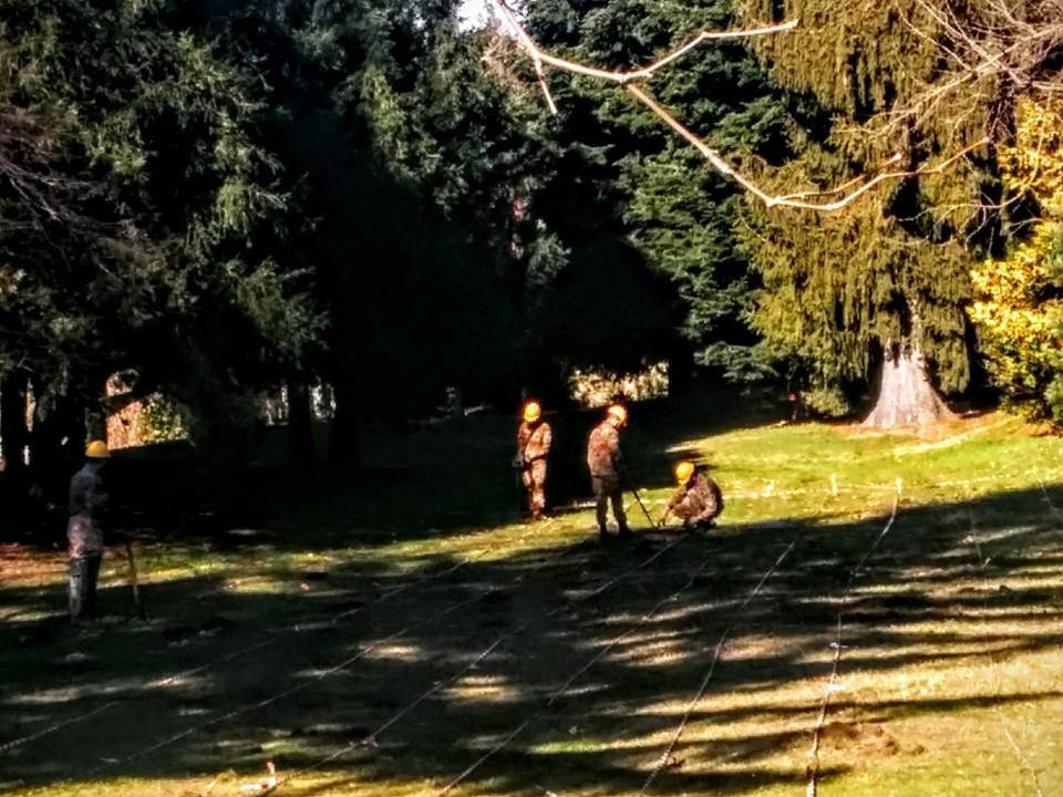 Sopralluogo a Parco Mantegazza, si scava per cercare il coltello che ha ucciso Lidia Macchi