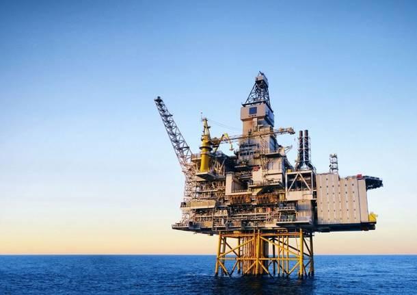 trivellazioni mare piattaforma petrolifera