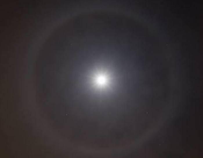 Un anello attorno alla luna
