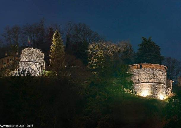 Rocca di Arona illuminata