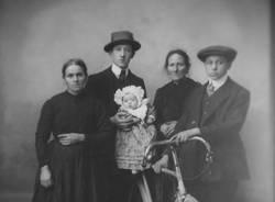 bicicletta foto d'epoca famiglia