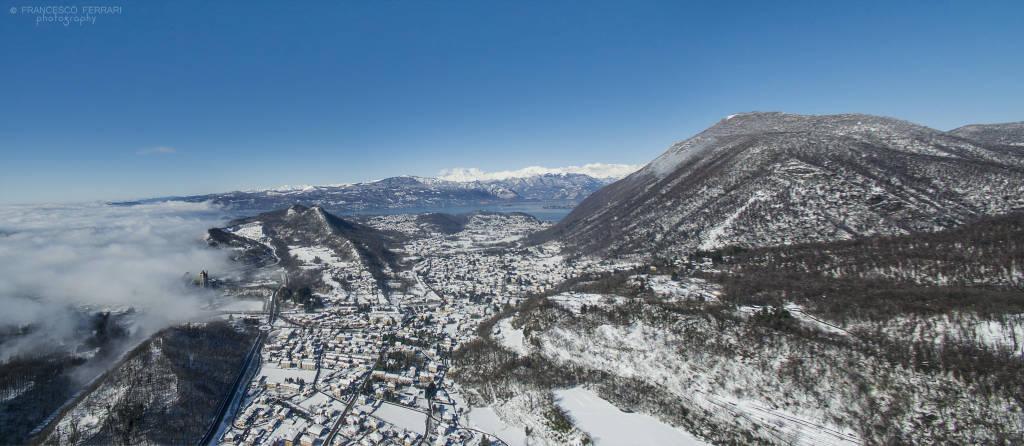 La Valcuvia innevata vista col drone