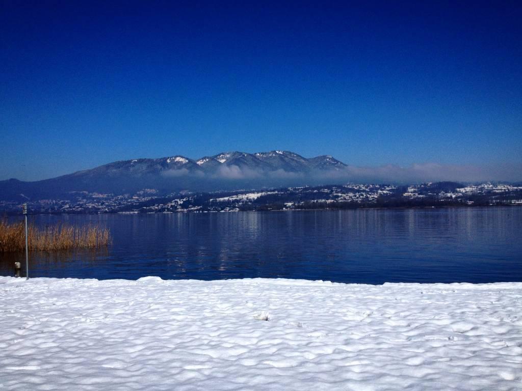 Neve marzolina al Lago di Varese