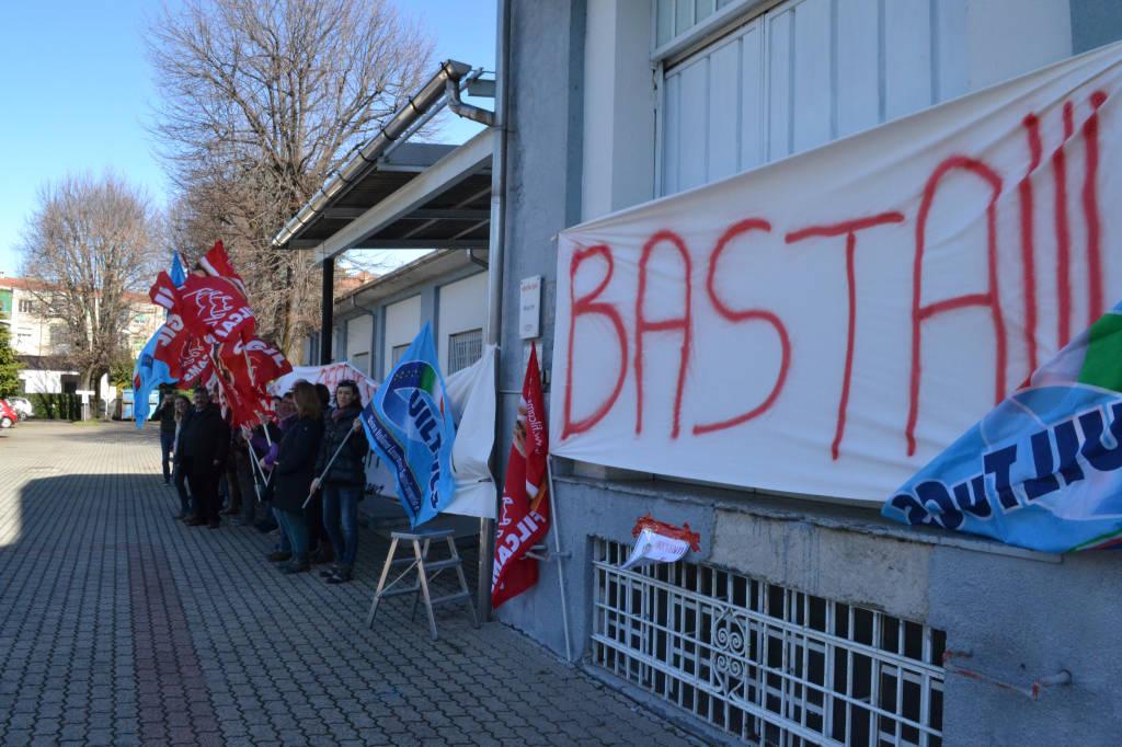 La protesta dei lavoratori di Unishop