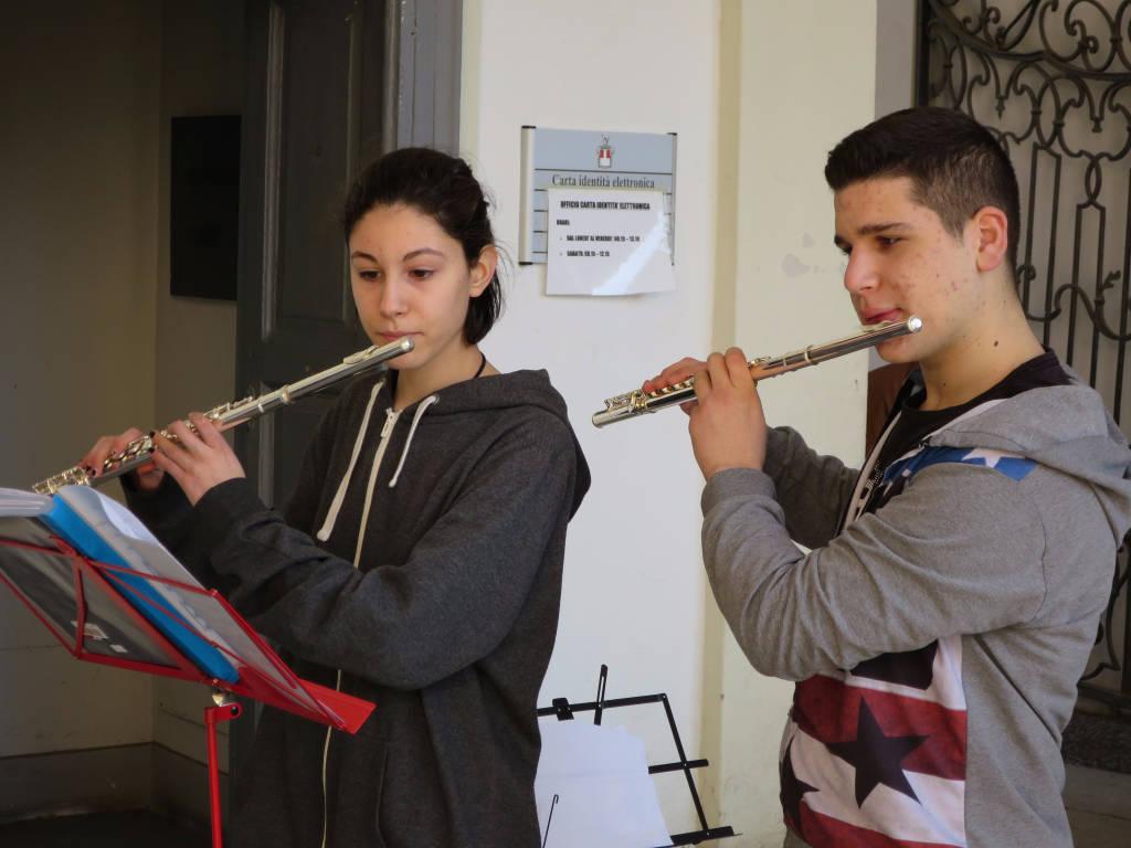 Lezione musicale per difendere i docenti