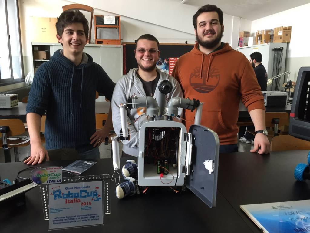 Nei laboratori del facchinetti si prepara Robocup 2016