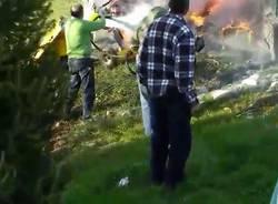 Precipita autogiro, velivolo in fiamme