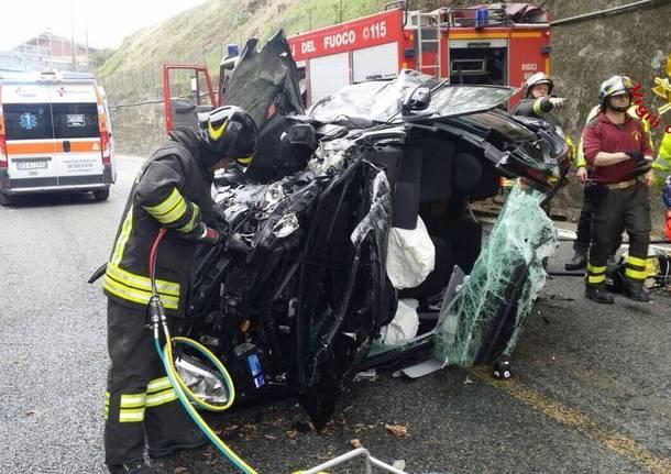 Auto ribaltata sulla supestrada, morto un uomo