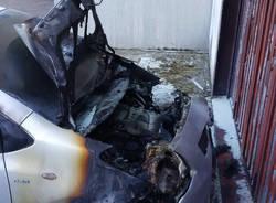 Brucia l'auto della ex compagna