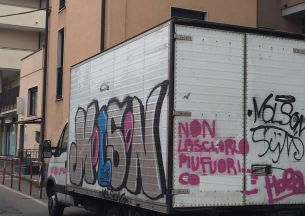 Camion in divieto di sosta a Varese e...
