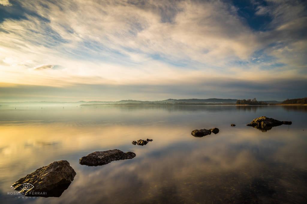 Alba sul lago di Varese