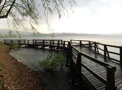 La pioggia al lido di Gavirate - foto di Ulisse Piana