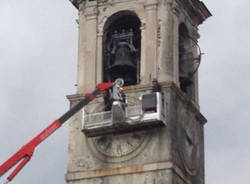 Lavori in corso sul campanile di Angera