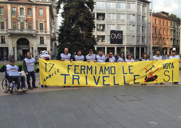 movimento 5 stelle flash mob varese referendum trivelle