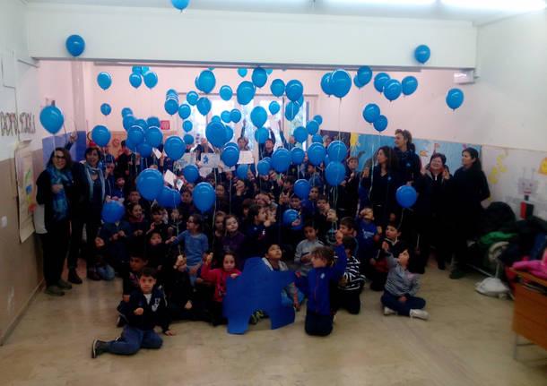 Palloncini nelle scuole per la giornata sull'autismo