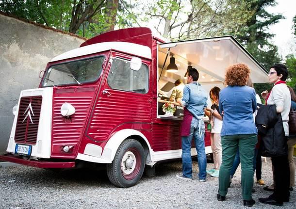 Arriva Lo street lake food festival