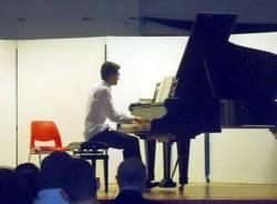 Varese. Successo del giovane pianista Cristofer Gjoni in Concerto alla Vidoletti per il restauro del pianoforte a coda.
