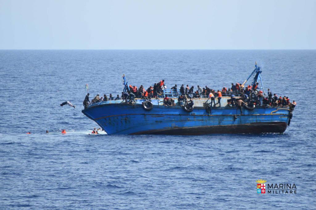 Ribaltamento barcone nel canale di Sicilia