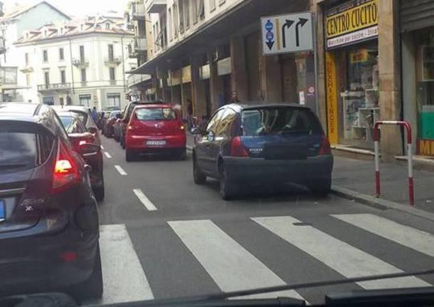 Via Piave a Varese non è un parcheggio