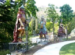 Induno Olona - statue di Expo nel giardino delle rose