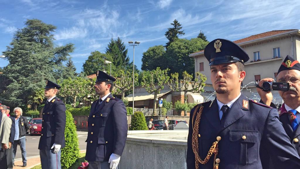 La deposizione della corona ai caduti della Polizia