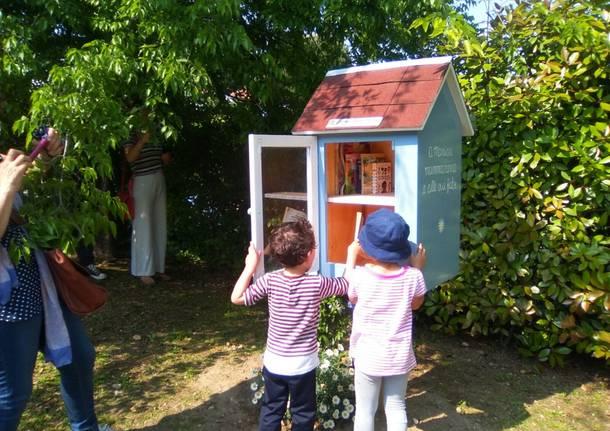 Una piccola biblioteca nel parchetto di Casciago
