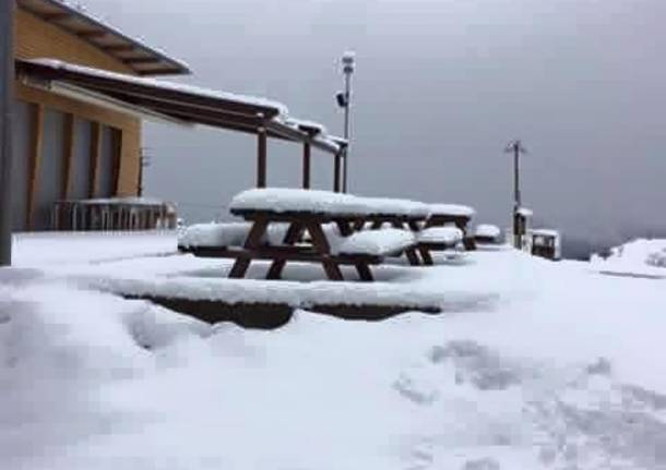 Primo Maggio, neve al Mottarone