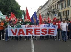 Lavoratori in piazza a Milano