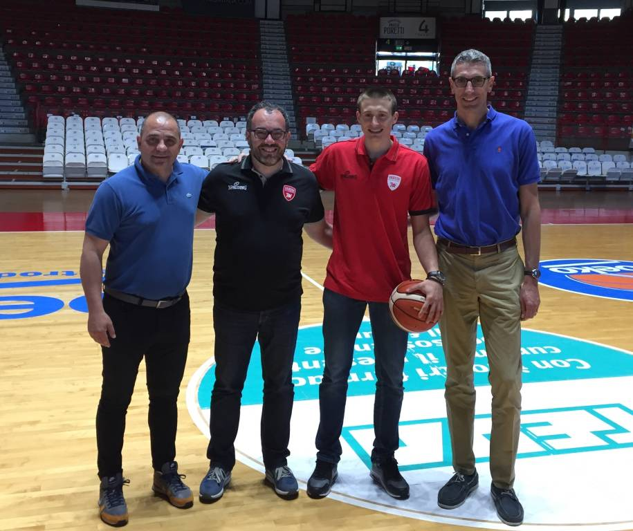 Aleksa Avramovic si presenta a Varese