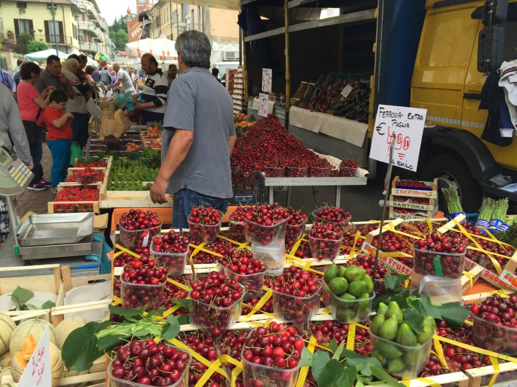 In migliaia per la sagra delle ciliegie di Abbiate
