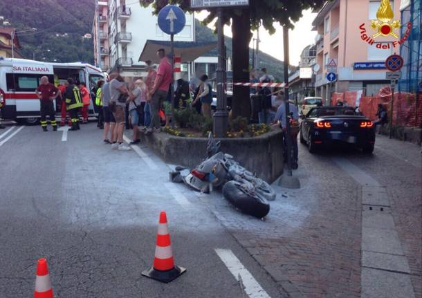 Incidente in Via Luino, moto contro un muro