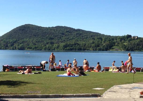 L 39 estate sulle spiagge delle pesche di monate for Lago con spiaggia vicino a milano