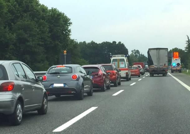lavori in corso autostrada a8 solbiate arno cantiere coda