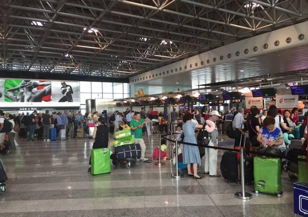 Aeroporto Zanzibar Partenze : Un giorno quot normale a malpensa dove l allerta è al massimo