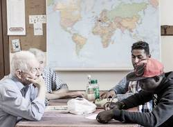 Microcosmi mostra anziani e migranti