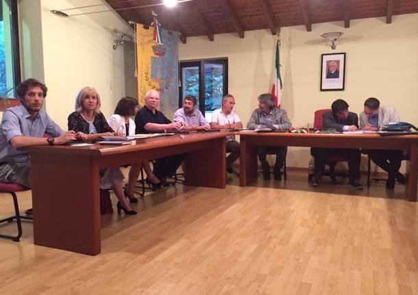 Primo consiglio comunale a Daverio