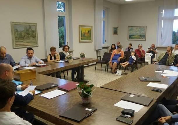 Primo consiglio comunale a Luvinate