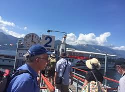Turisti inglesi a Luino col battello Piemonte
