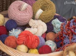 Yarn Bombing a Varese, la giornata del lavoro a maglia