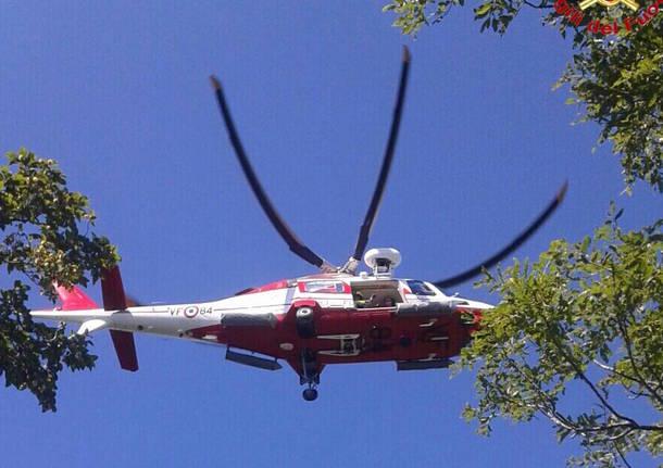Elicottero Drago 84 : Alpinisti bloccati li salva l elicottero