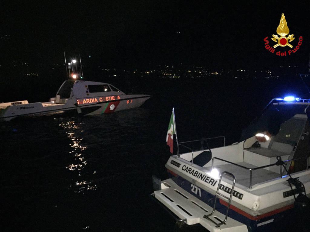 barca deriva vigili del fuoco