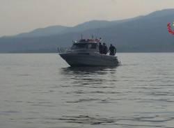 Vigili del fuoco del soccorso acquatico al lavoro a Monvalle
