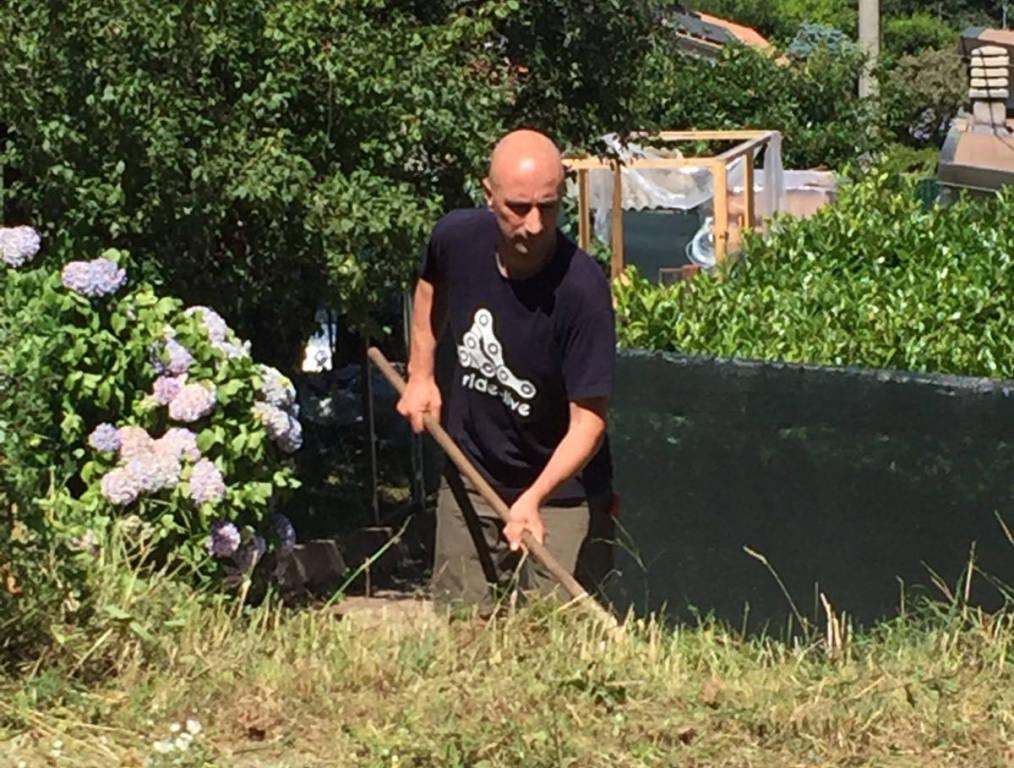 Cuasso al Monte - I volontari ripuliscono il paese