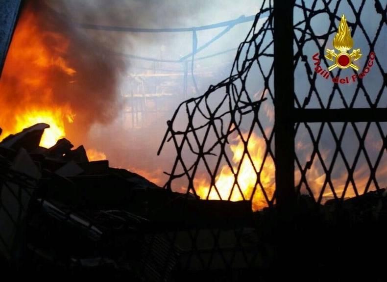 Incendio Castellanza pompieri
