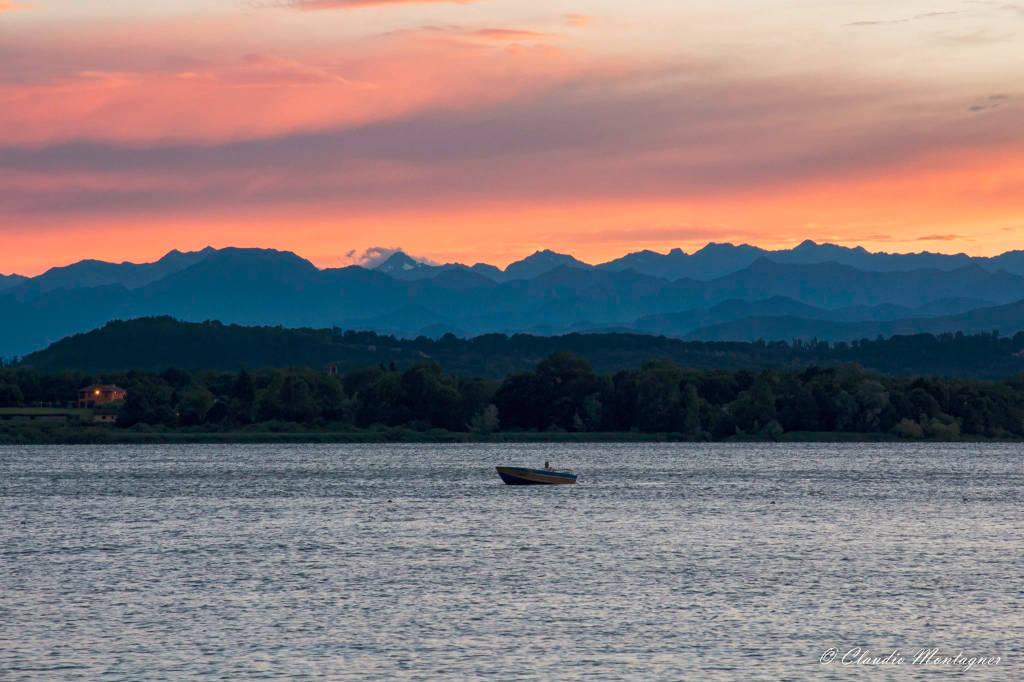 Magico tramonto alla Schiranna (foto di Claudio Montagner)